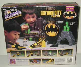 Batman Batcave Batmobile Gotham City Playset Tonka RPM Stunt Set