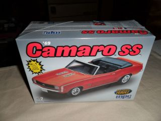 Chevrolet Camaro SS Convertible Factory SEALED Model Car Kit