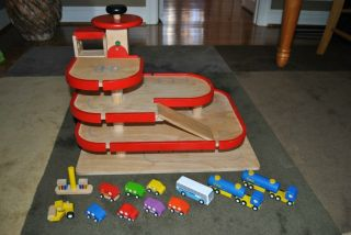 Plan City Toys Wooden Parking Garage with Cars Bus Trucks 12 vehicles
