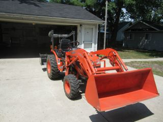Kubota Compact Tractor w Loader 4x4 and Implements