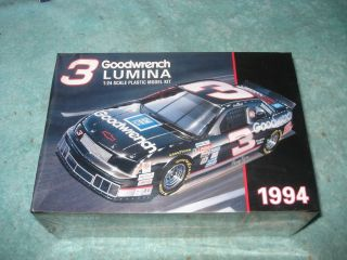DALE EARNHARDT NASCAR 1 24 SCALE MODEL CAR KIT 1994 MONOGRAM SEALED