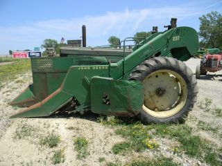 John Deere 60 with Mounted 237 Picker