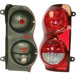 04 05 DODGE DURANGO TAIL LIGHT LH (DRIVER SIDE) SUV (2004 04 2005 05