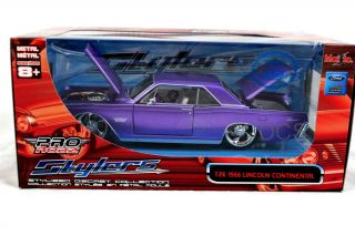 Maisto 1966 Lincoln Continental Purple 1 26 Iecast Cars