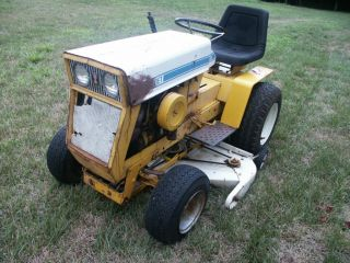 1968 CUB CADET LAWN TRACTOR, 124 model with 42 inch mower deck & 12hp